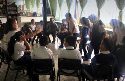 Niñas y niños participan en taller sobre acoso escolar con énfasis en xenofobia